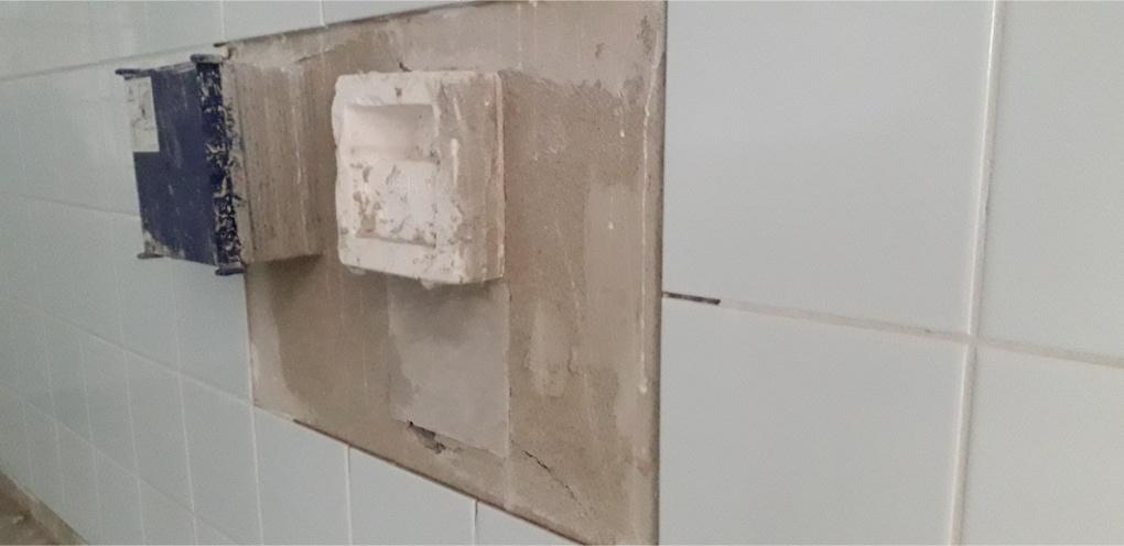 kapotte en holle tegels vervangen